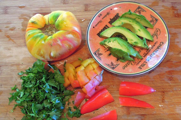 2 Chop Tomato & Cilantro and Slice Avocado & Sweet Red Mini Pepper 2